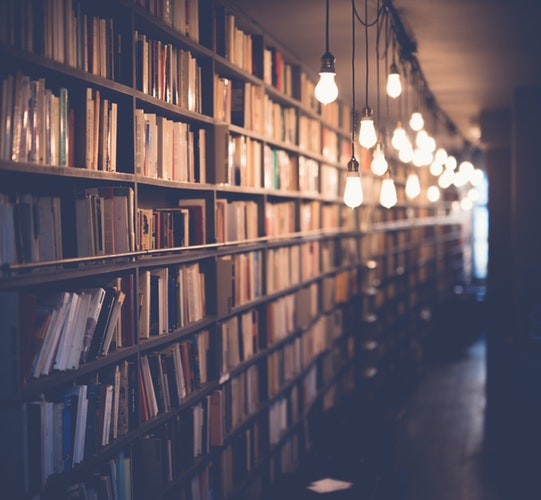 Charles Munger: 32 Books That Every Investor Should Read